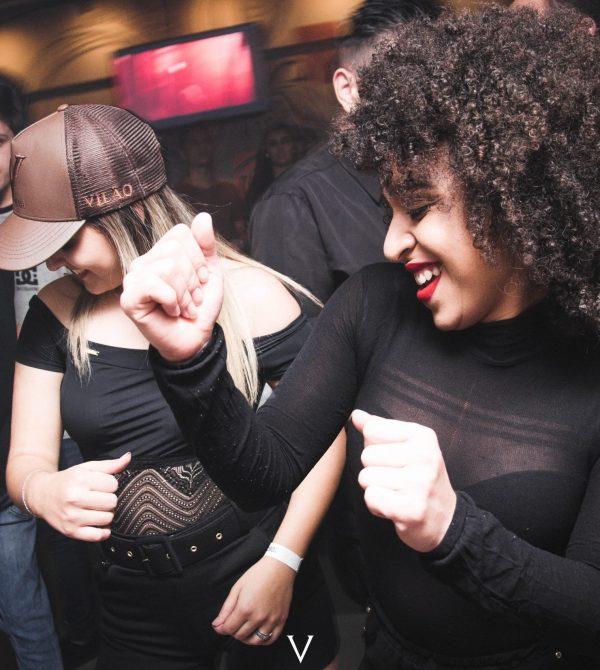 crowd-dancing-fashion-1304472